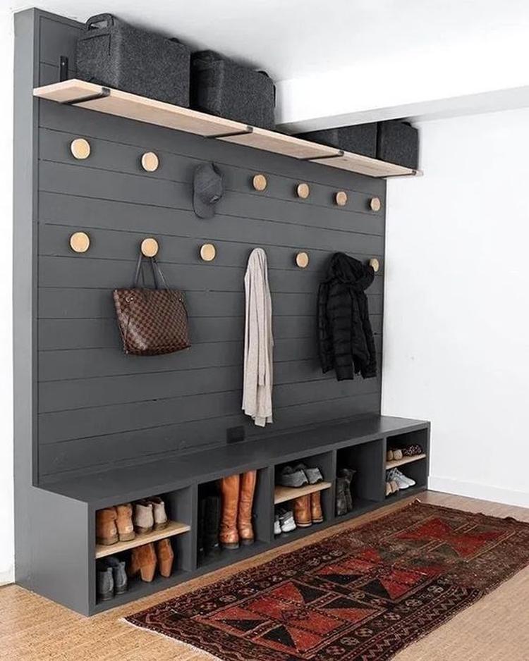 Schöne Wand um alle Ihre Mäntel und Schuhe zu speichern Gewährleistet eine #h…