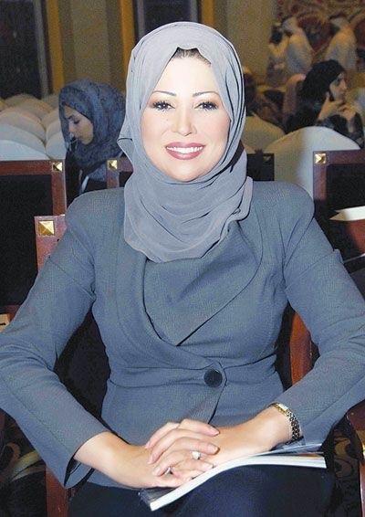 Khadija Benguenna Is An Algerian Woman Working At The Al Jazeera Channel In Qatar Muslim Women Hijab Muslim Women Hijabi Fashion