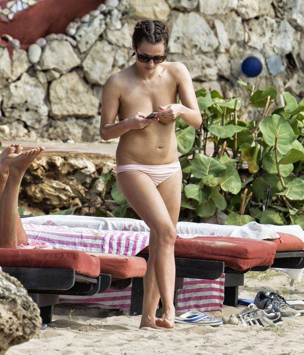 Caroline Flack in topless invia temperature in volo-5373