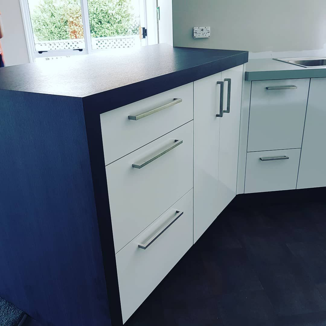 We love the contrast of pure white with Blackened Legno Formica ...