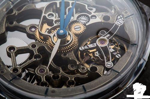 bộ máy của đồng hồ cơ khi nên dây cót