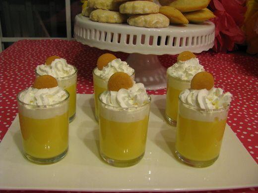 Homemade banana pudding cups...what a cute little dessert idea.