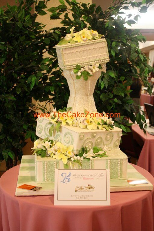 enchanted-garden-topsy-turvy-wedding-cake-the-cake-zone-fl.jpg (512 ...