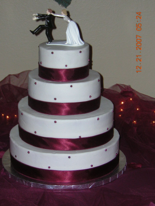 burgundy wedding cakes | Round wedding cake with burgundy fondant pearls