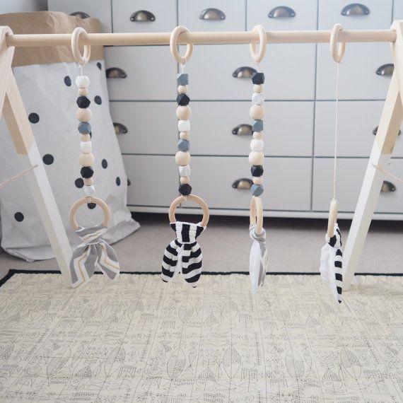 Baby gym Portique d/éveil Arche d/éveil Teinte grise et blanche.