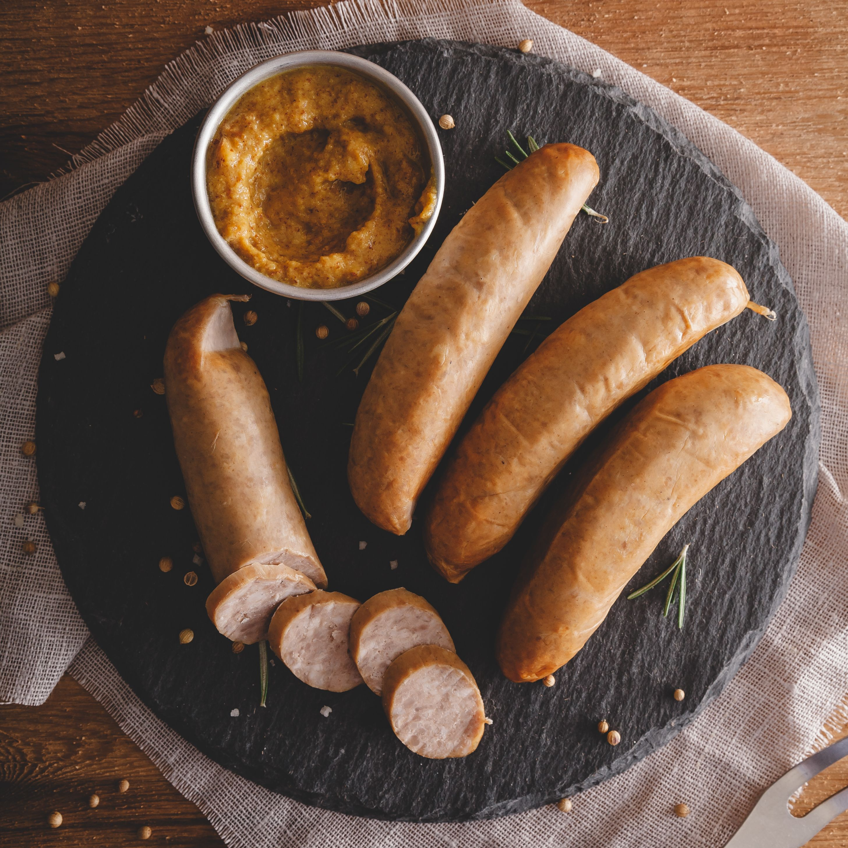Dogfish Head Brats: Forget the traditional Ball Park hot dog (although they do have their place) and step it up with these beer infused brats from Dogfish Head. Something dad would truly appreciate. #dogfishheadbeer #beer #brats #grill #fathersday