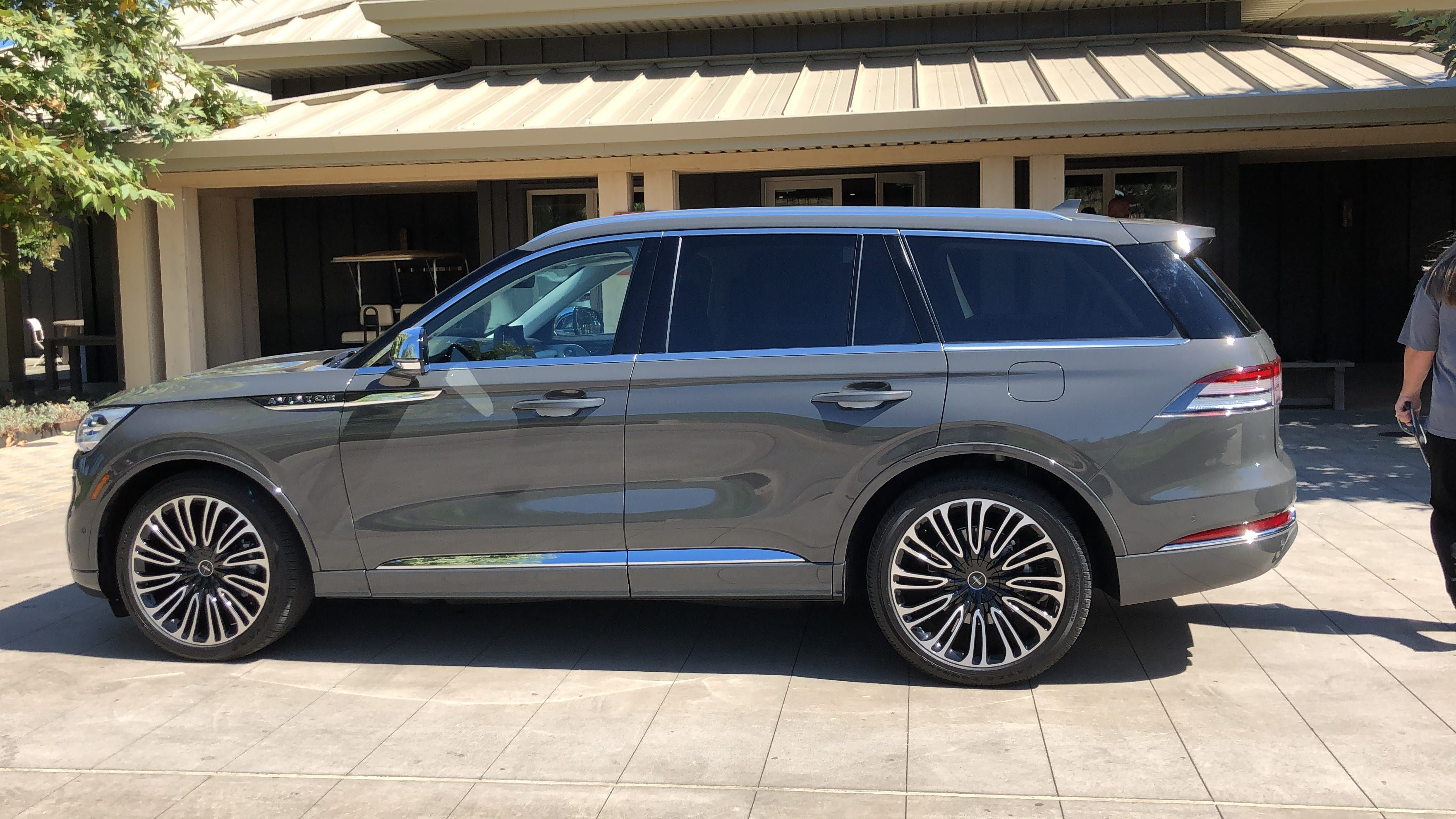 2020 Lincoln Aviator Suv Raises The Bar For Luxury Tech And Features With Images Lincoln Aviator Suv New Suv
