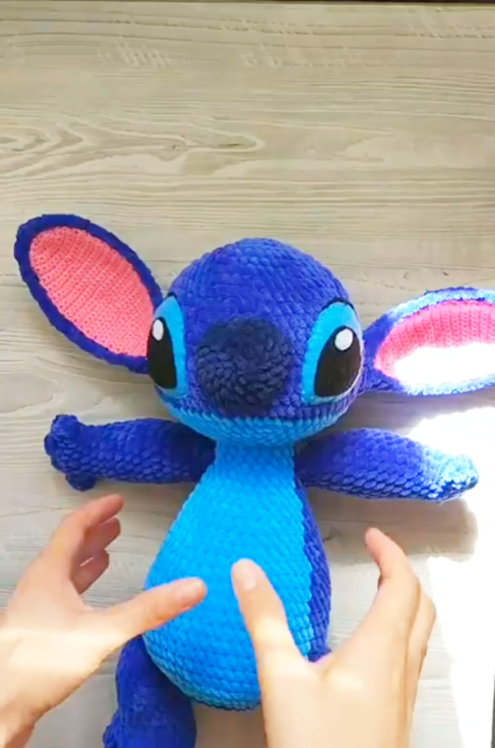 Crochet Stitch pattern - Amigurumi Lilo and Stitch crochet pattern - Disney crochet pattern #stuffedtoyspatterns