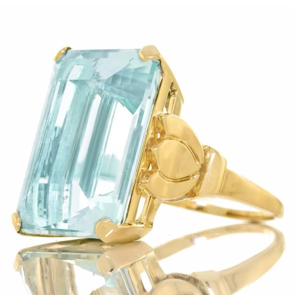 b41b1a7e5f4cb Wow! Tiffany & Co. Retro 1940s 20 Carat Aquamarine gold cocktail ...