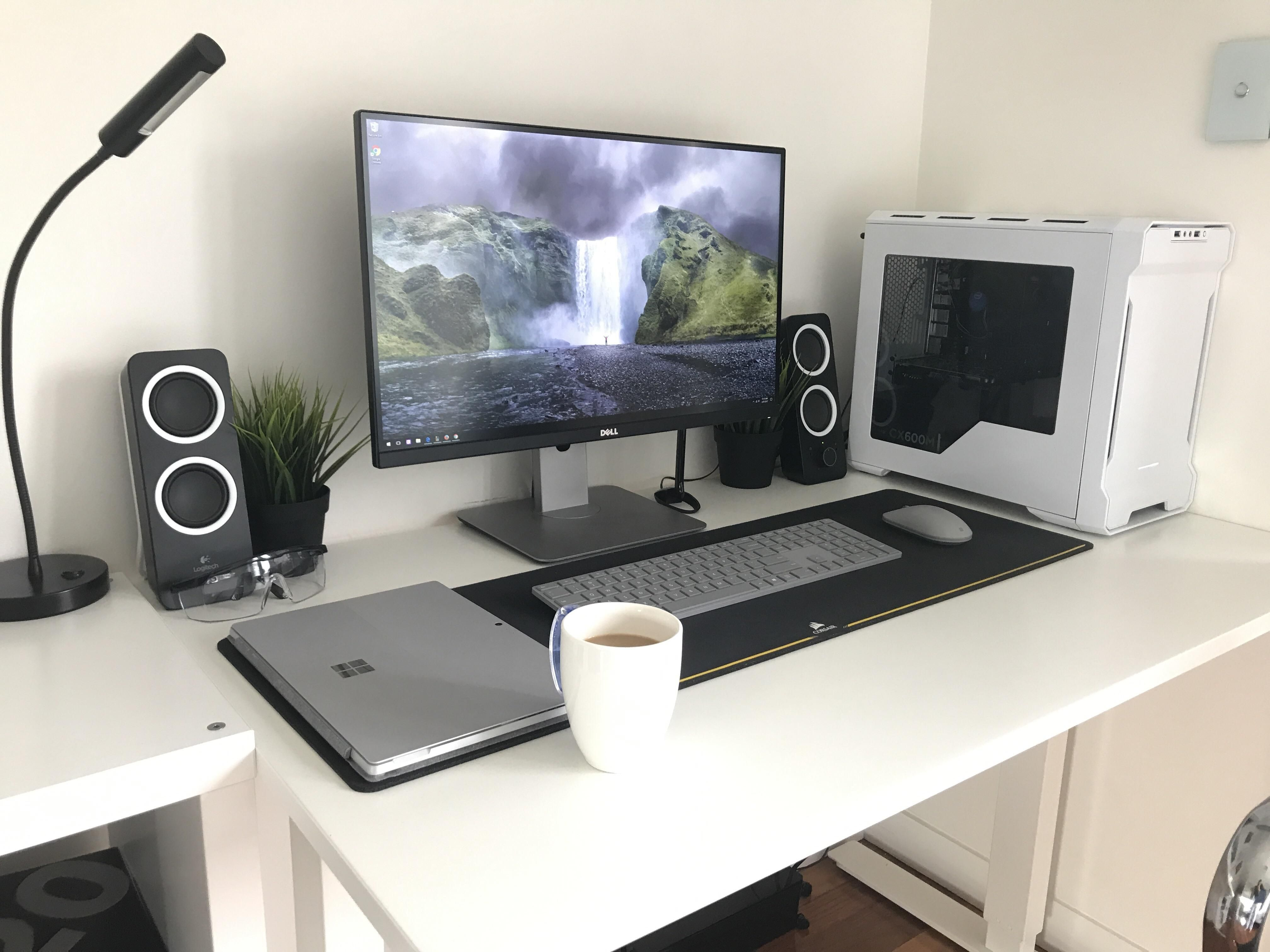 White Gaming Desk That Is Clean And Modern Gaming Desk