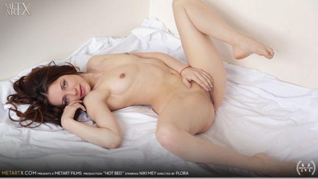 Niki Mey Hot Bed