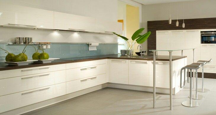 Weisse Kuche Dunkle Arbeitsplatte Heller Boden Wohnung Kuche Kuchen Design Kuche Magnolie
