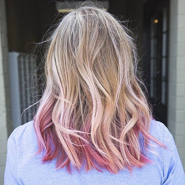 Pink is the new blonde. We love seeing pink hair become more mainstream and wearable! Thanks to Davines, we have so many ways to achieve it. Suzannah used L'Art de Color and A New Colour for 2 shades of pink to enhance this Sombre blonde...