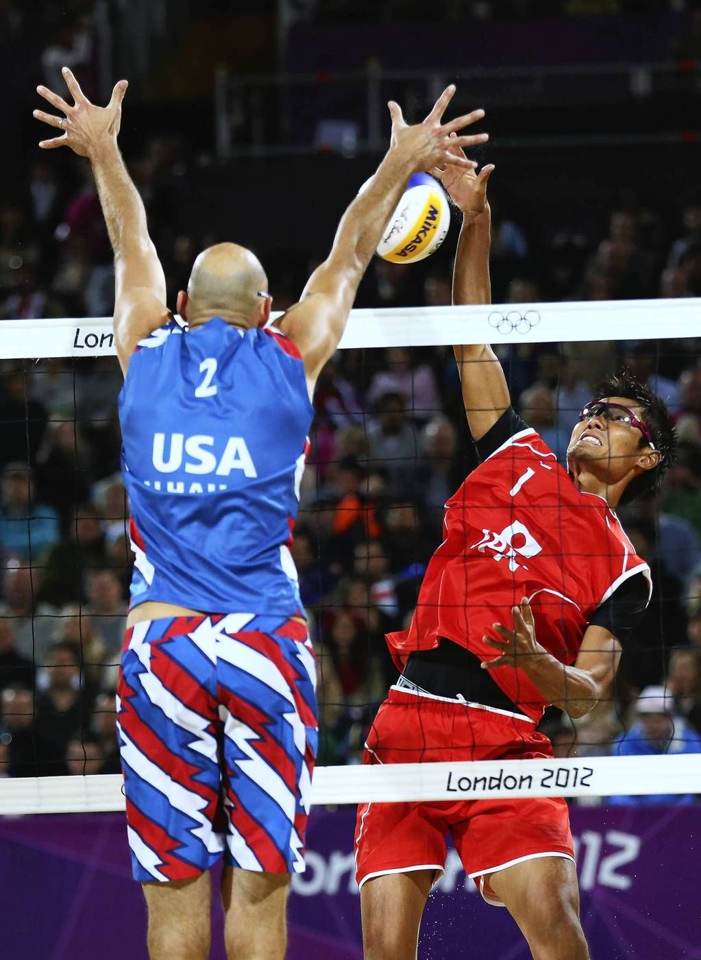 Day 2 Top Olympic Shots From London Chicago Tribune Volleyball Photos Volleyball Photography Mens Volleyball