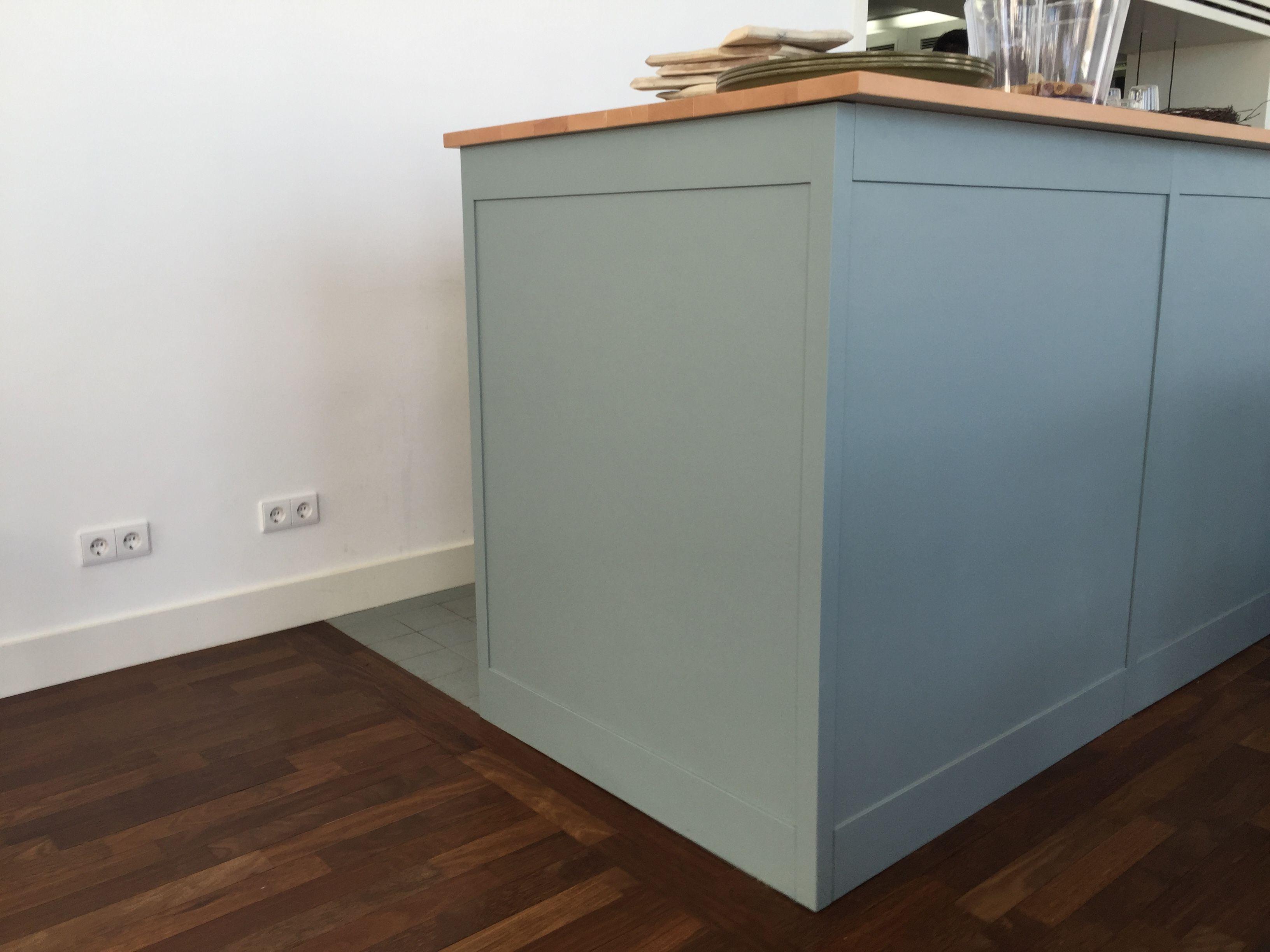 Hezka sedo-modra barva kuchyne => mozna by bylo hezke jako doplnek