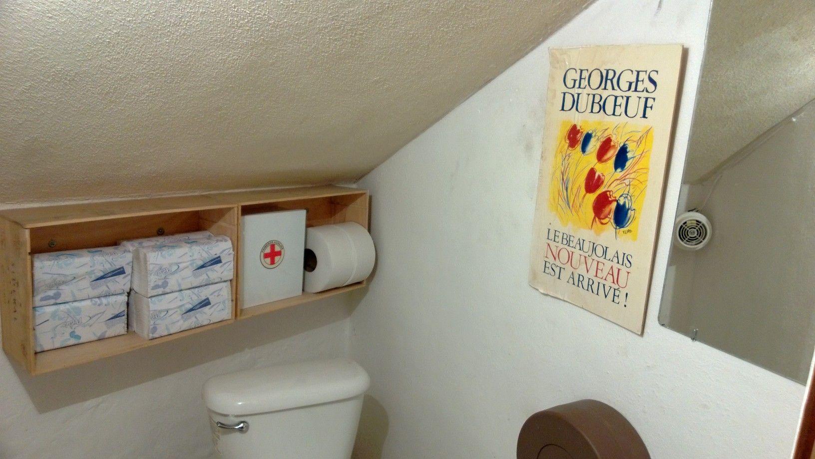Reutiliza cajas de vino para acondicionar el baño!