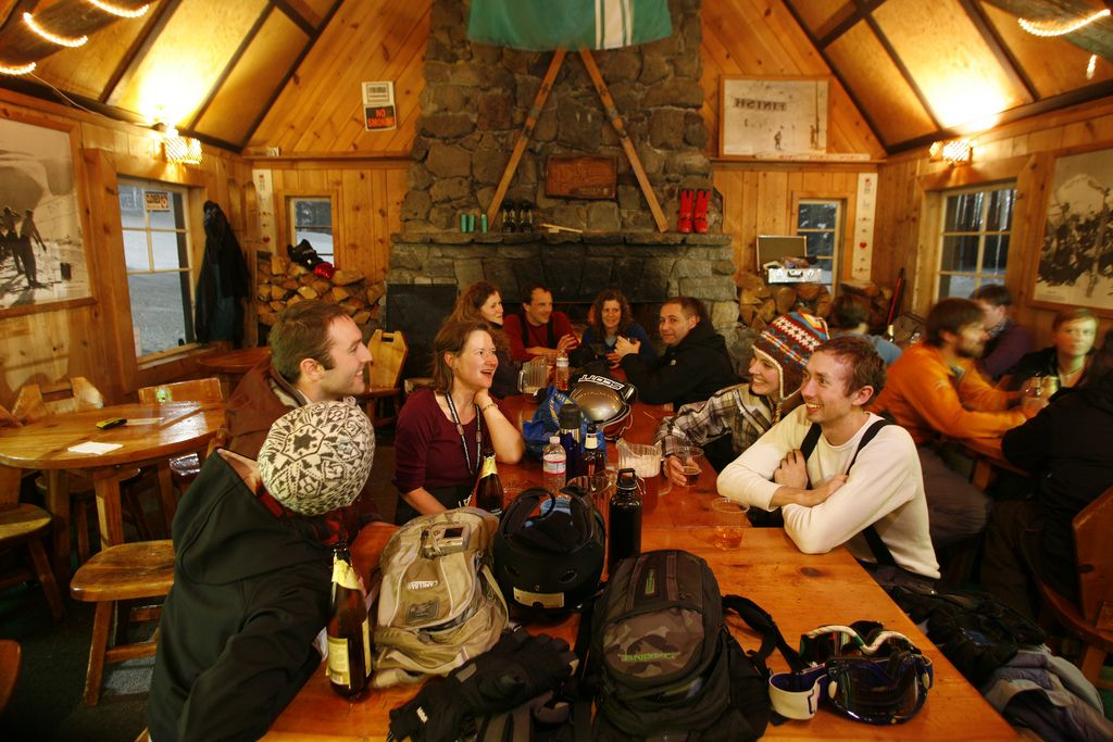 Don't hit the slopes on an empty stomach! This guide dishes on where to fuel up for the day, lunch mid-mountain and relax with pizza and pints après-ski.