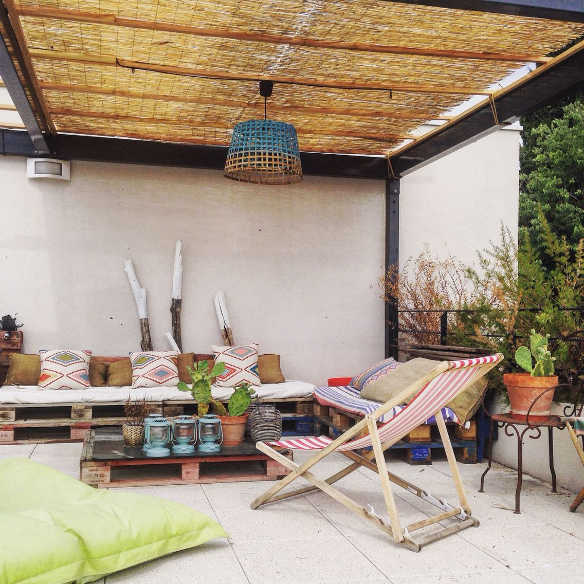 Rooftop Terrasse Rooftop Deco Outside Exterior Madecoamoi Mcmspotted Canisses Fatboy Palettes Deco Exterieure Canisse Pergola Pergola Terrasse