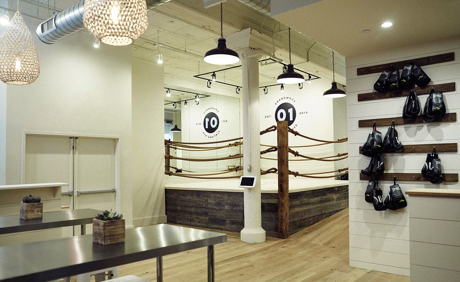 Nyc boutique boxing studio shadowbox punches above the for Riviste interior design