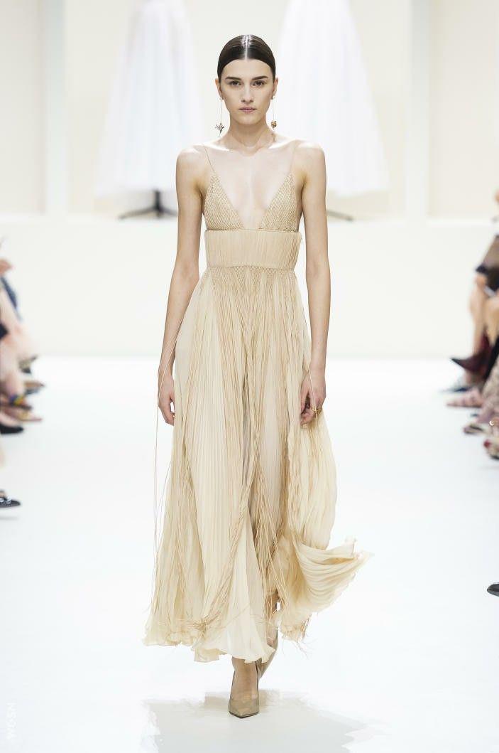https://www.vogue.com/fashion-shows/fall-2018-couture
