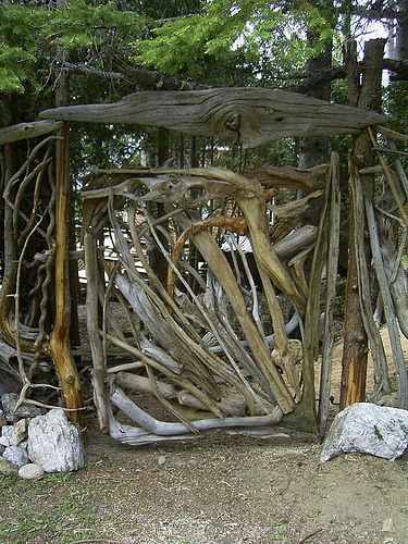 Rustic garden gate idea crafts need ideas for a twig for Rustic garden designs