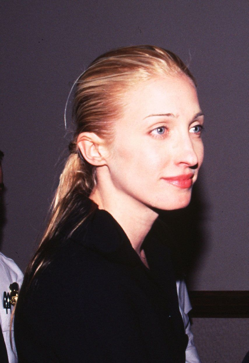Carolyn Bessette/Generally wore black or white and her hair was normally pulled back in a ponytail or a bun. She was lovely, but didn't pretend to be beautiful.