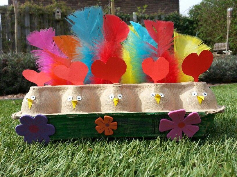 Chickens / eggbox / feathers / kippen / pasen / knutsels