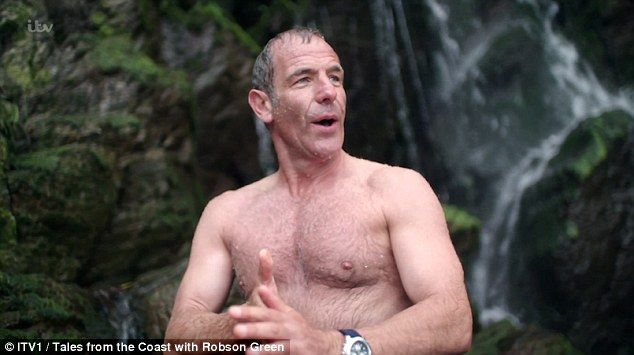Fans praise Robson Greens return to TV as he STRIPS for