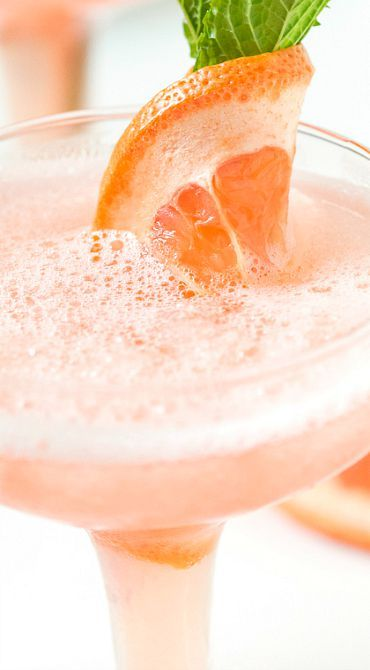 Frozen Rosé Grapefruit Cocktail #grapefruitcocktail