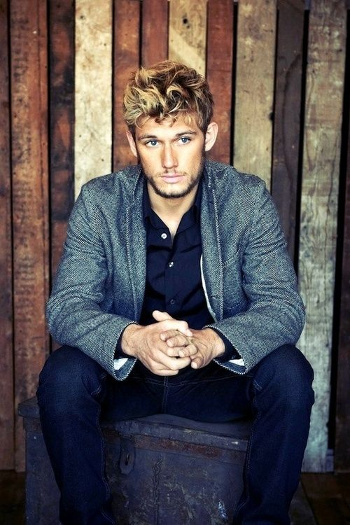 Alex Pettyfer! Omg I remember I had a period I was obsessed with him. Now he's just looking his touch! Still looks amazing here. He was in that movie endless love that I watched valentines day. Pretty good