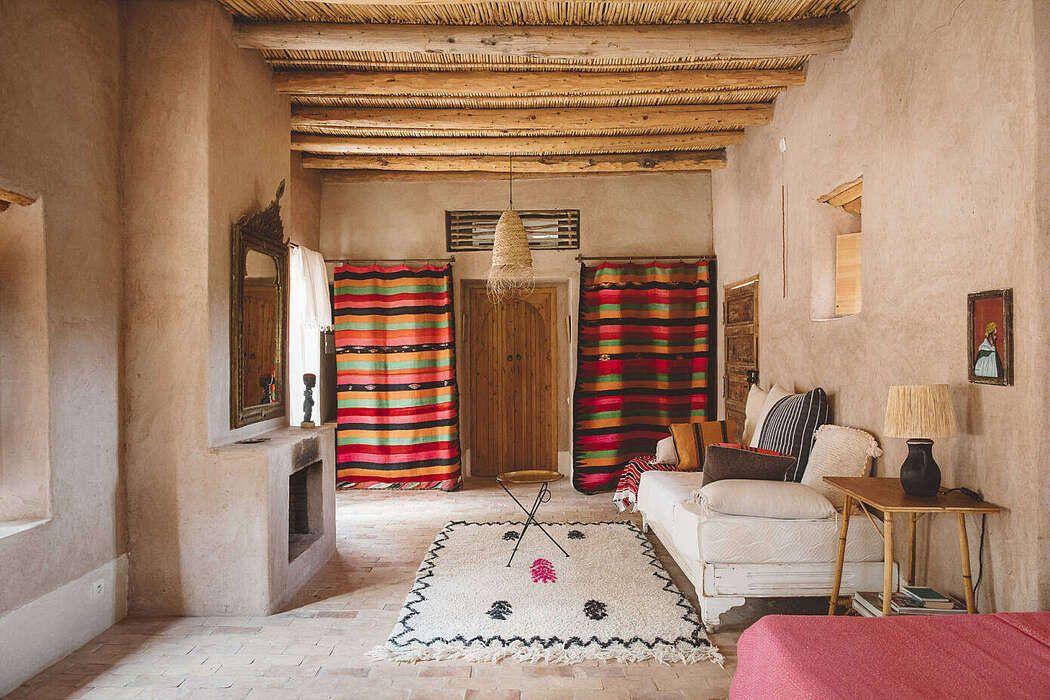 Cette Maison Berbere A La Decoration Authentique Et Contemporaine Est L Oeuvre D Un Architecte Suisse Planete Deco A Homes World En 2020 Maison Architecte Wabi Sabi