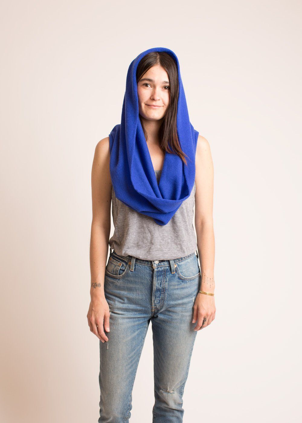 how to wear an infinity scarf in the summer