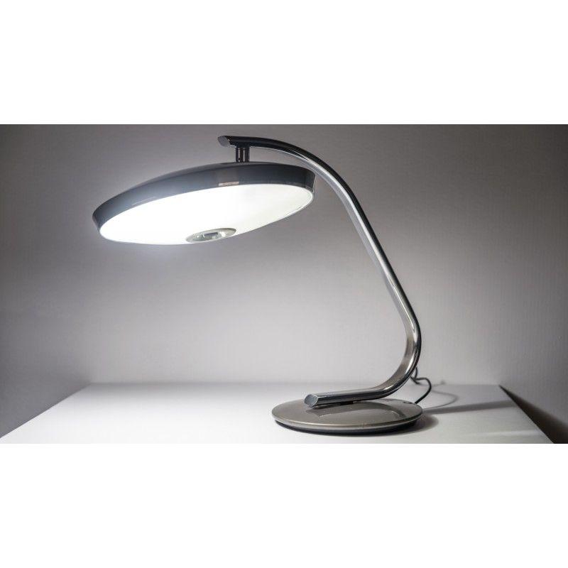 175€ - Todo un clásico. Lámpara FASE 520 C, estas nunca morirán. Original de los 60's en un gris plomo muy bonito.