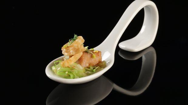 Asiatisches Schweinekinn mit Sesam-Spitzkohl und Wan-Tan-Chip Recipe