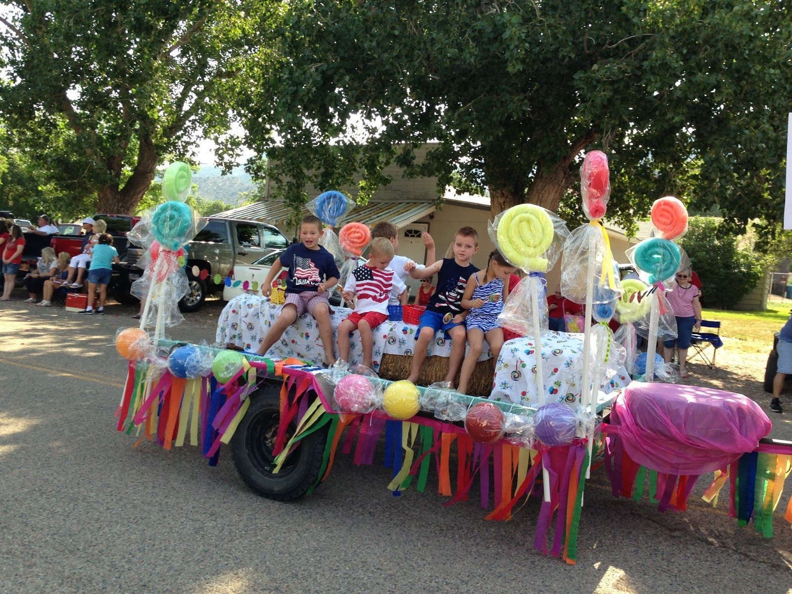 Larcie bird parade floats are sweet giant candy party for Princess float ideas