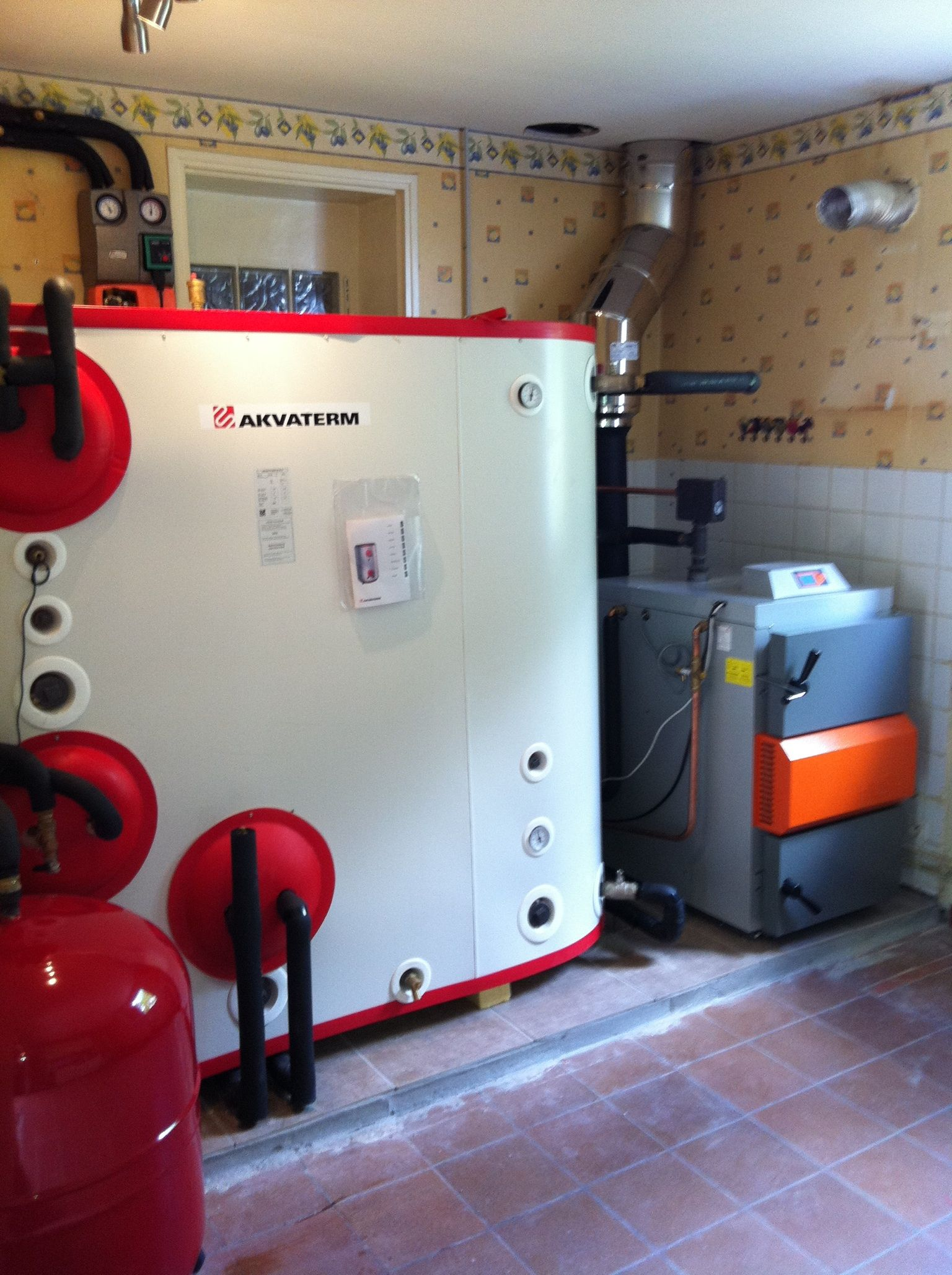 Install of a 25kw Solarbayer HVS wood gasification boiler linked