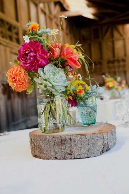 Lately I've been a fan of the small, understated centrepieces