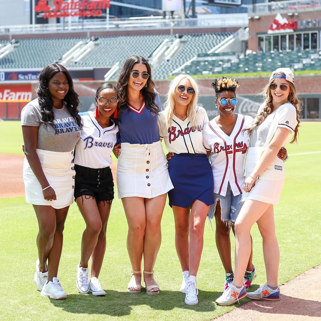 Baseball Game Outfit Ideas Atlanta Braves Outfit Baseball Game Outfits Baseball Outfit
