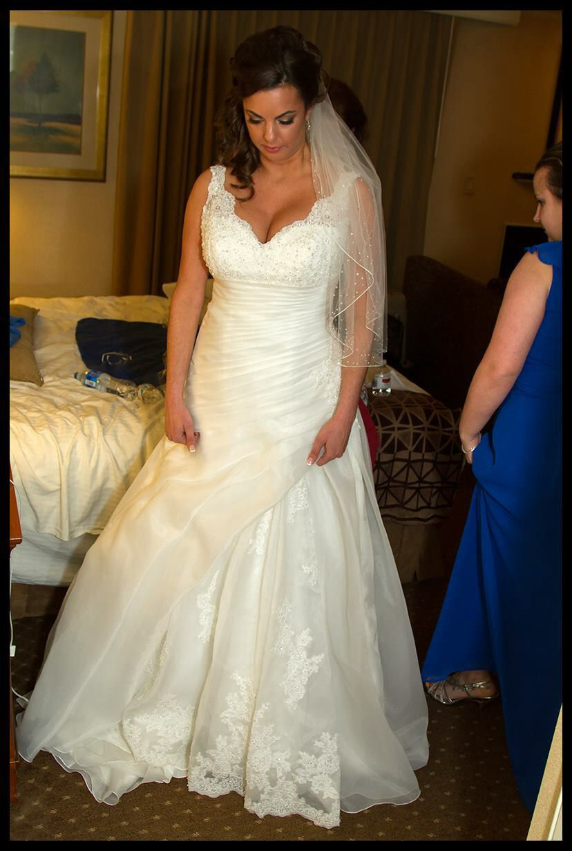 804b8a9d52f Found on a photography site... Good wedding dress for a busty bride ...