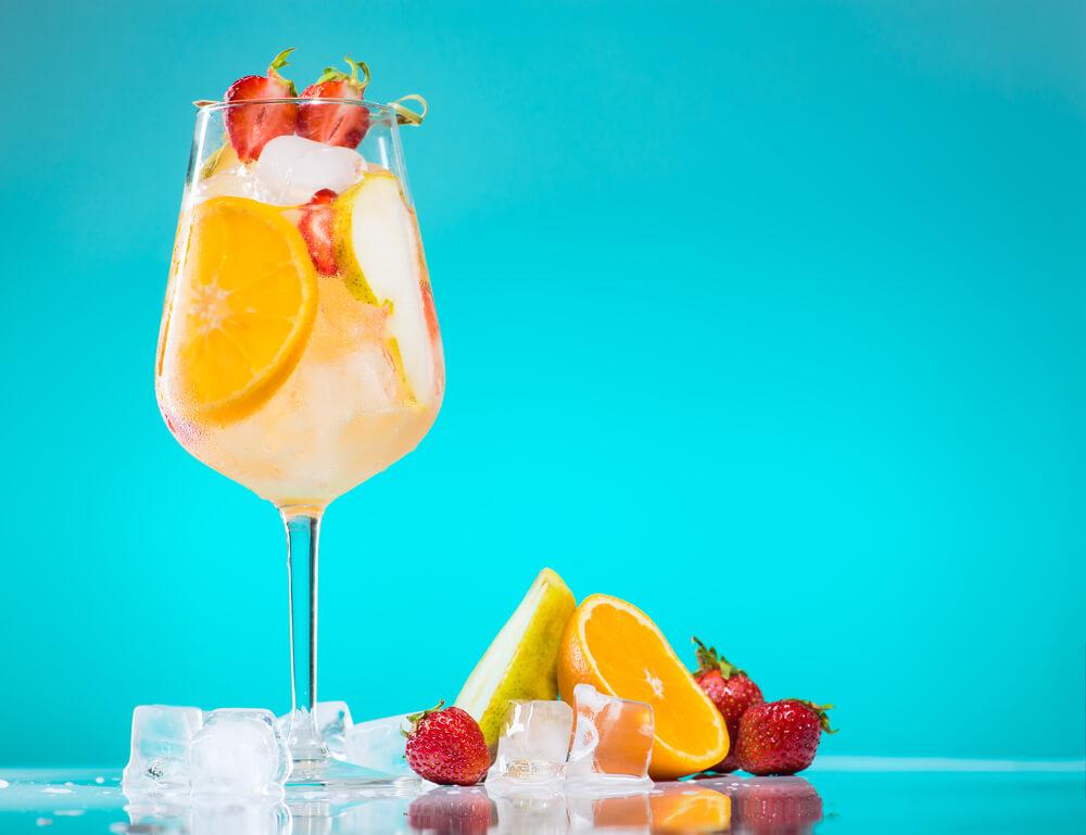 Sparkling Lemonade Sangria Recipe - The Whisking Kitchen