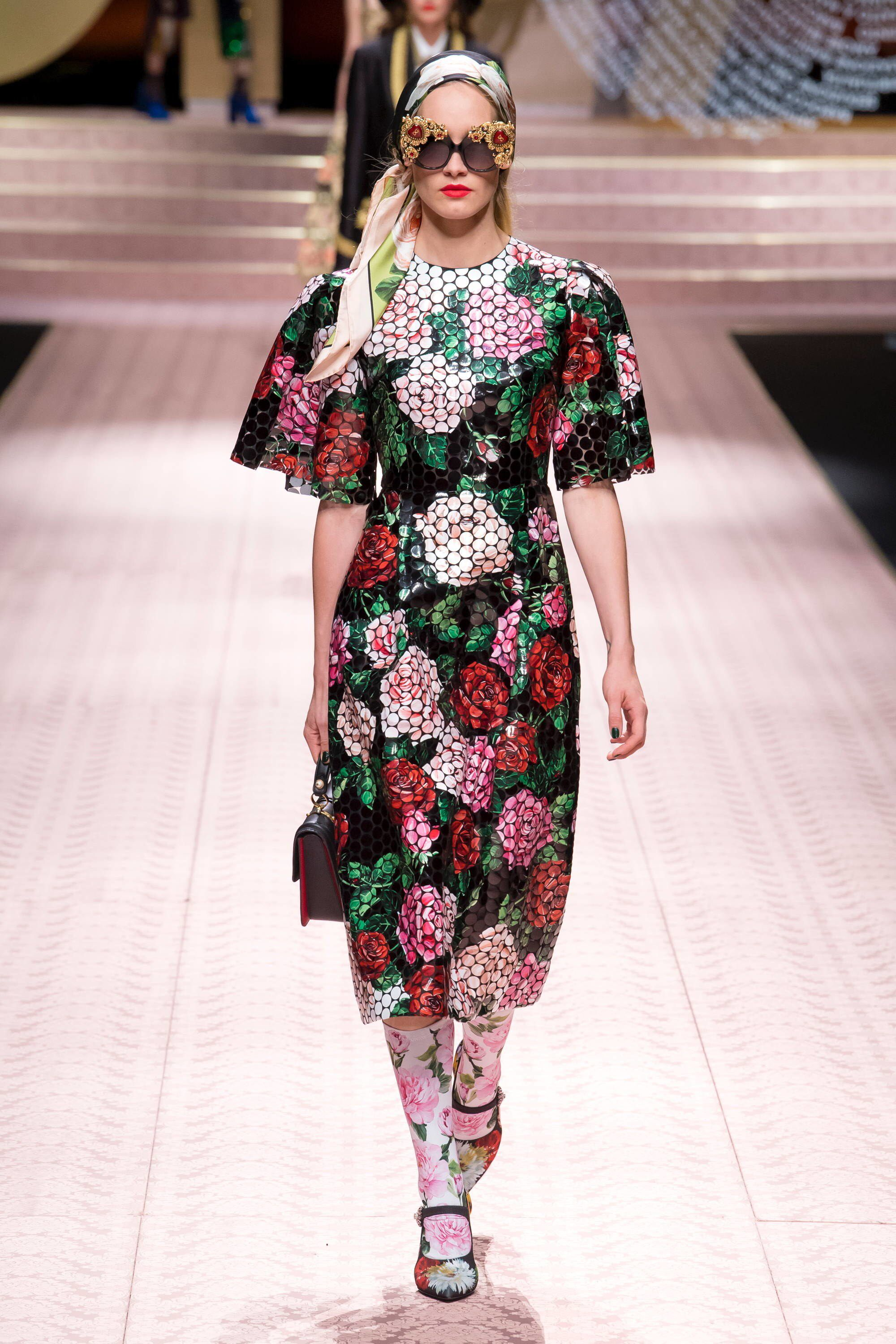 56bd7fe8ec0d3 Dolce   Gabbana Spring 2019 Ready-to-Wear Fashion Show Collection  See the  complete Dolce   Gabbana Spring 2019 Ready-to-Wear collection. Look 142