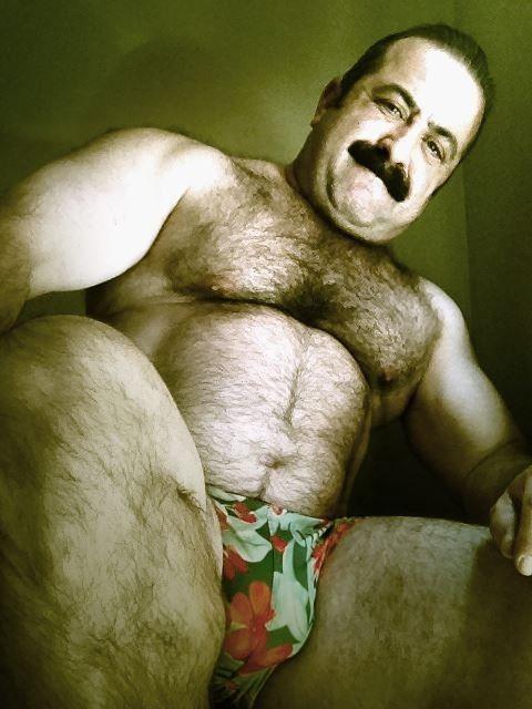 Straight Hottie Turns Gay For Bear