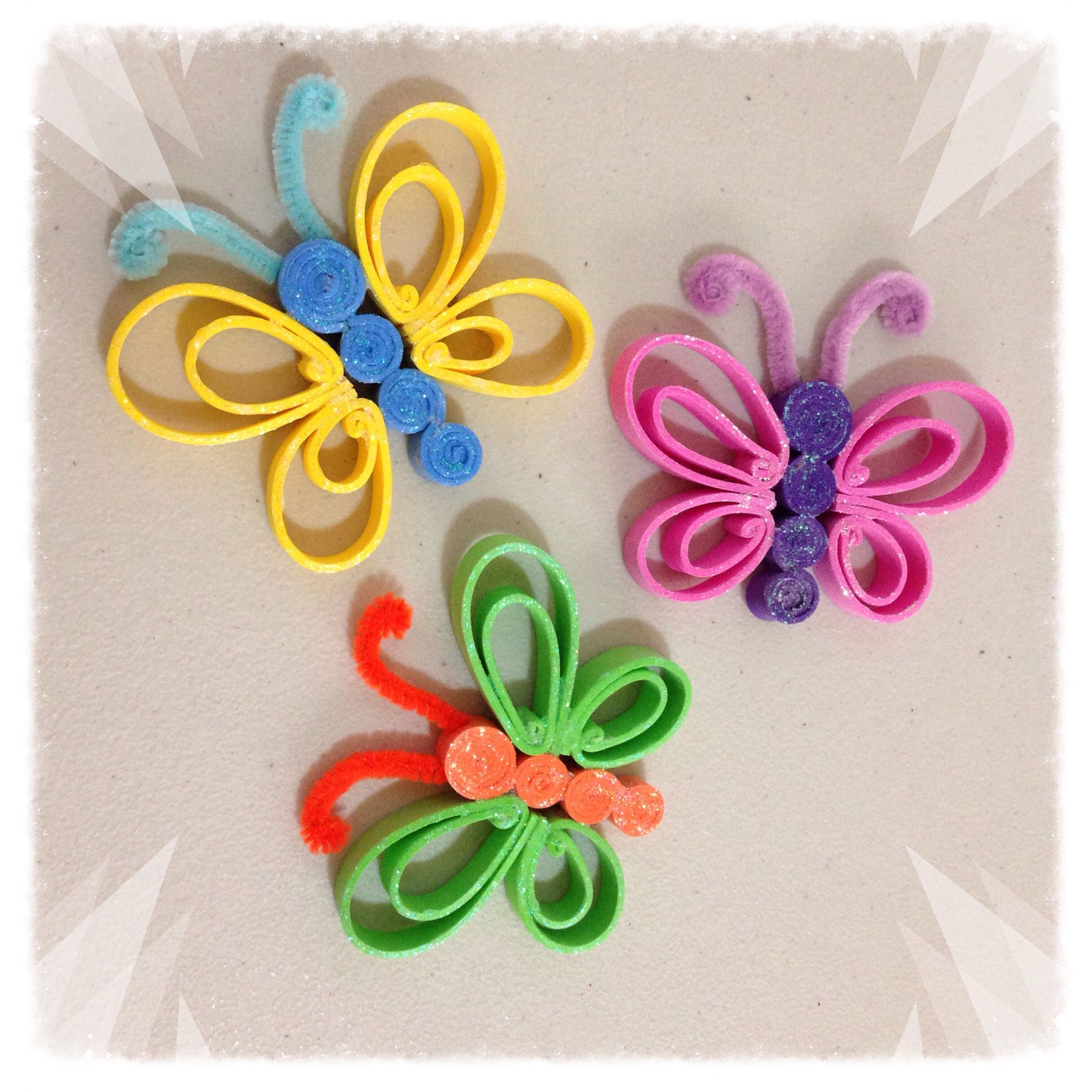 Mariposas con tiras de foamy manualidades con foamy - Manualidades faciles reciclaje ...