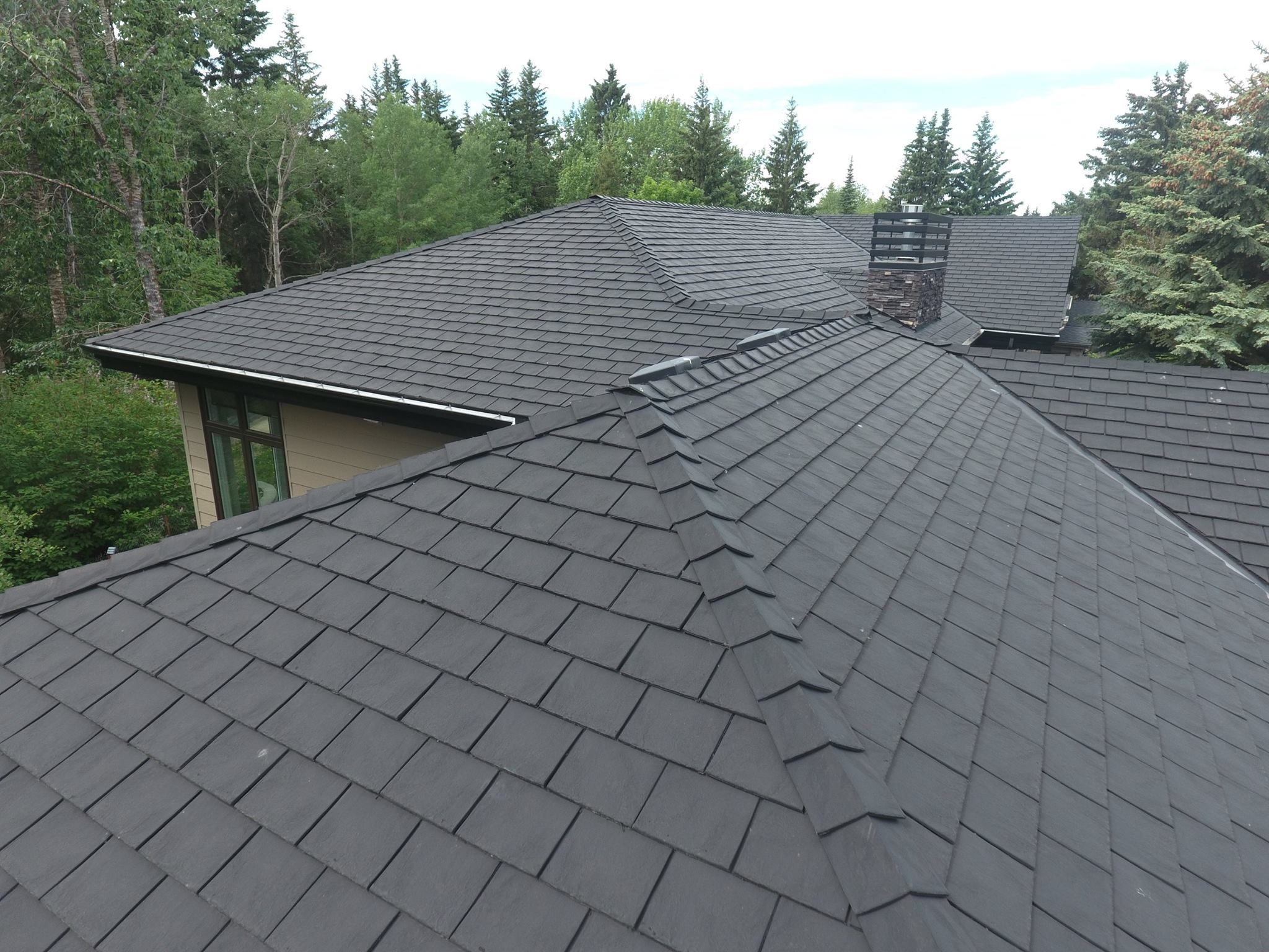 Heritage Slate In Black Slate Black Roof Roofing Roofingmaterial Rubber Lifetimewarranty Authentic Shin Roofing Rubber Roofing Material Rubber Roofing