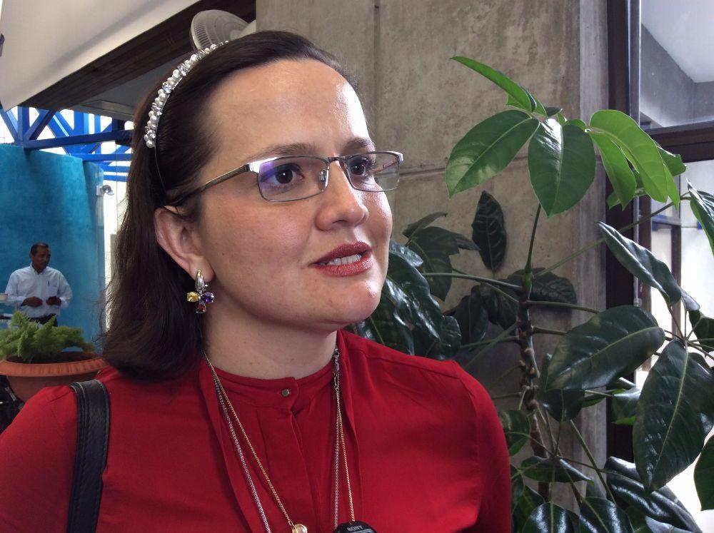 Cardióloga denuncia que la inducen a ejercer ilegalmente