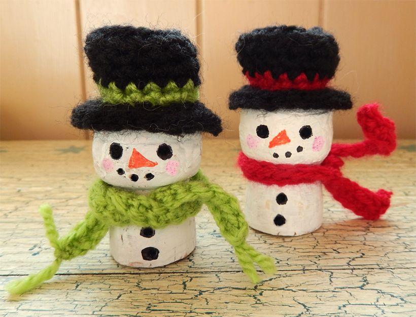 We're getting so close to Christmas now and I'm finally starting get into the festive mood, helped along splendidly by this little troop of winter wine cork cosies!I had just as much fun coming up ...