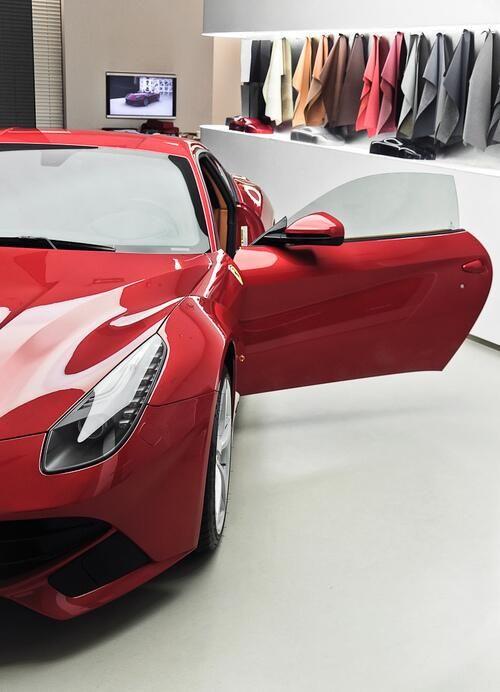 Ferrarib F12 Berlinetta