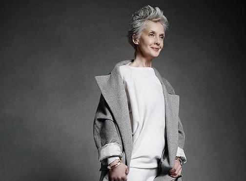 Why older women SHOULD wear makeup Older women, French