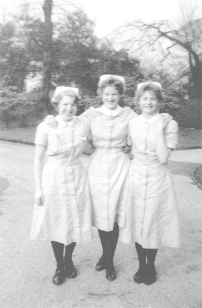 1960-Anne-Atckinson-Denise-Akid-Diane-Hague-Makepeace-Fairfield-Nurses-Training-School.jpg 394×600 pixels