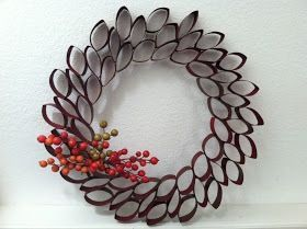 Coroa de Natal com rolos de papel higiénico